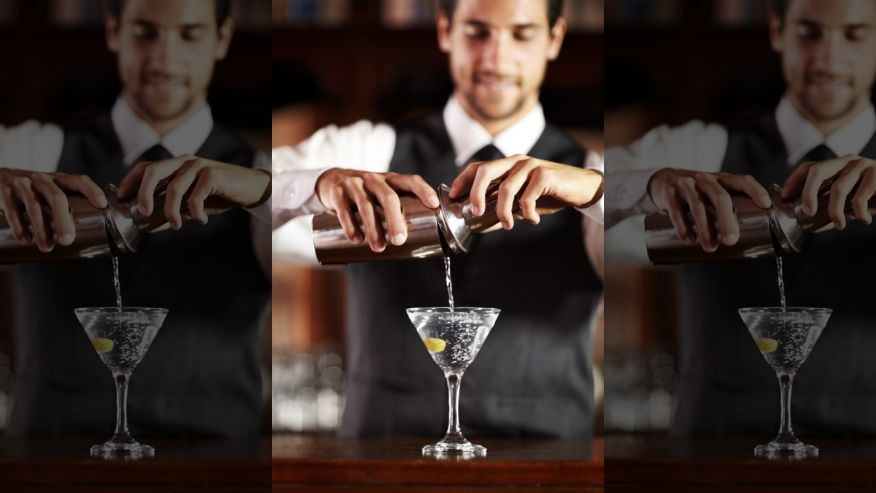 How much do bartenders really make? Salaries of food service workers