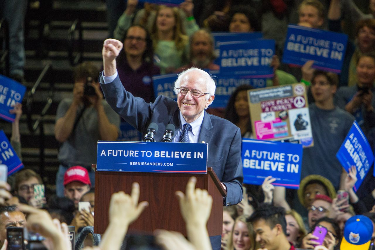 Bernie Sanders and Verizon's CEO are beefing on Twitter and LinkedIn